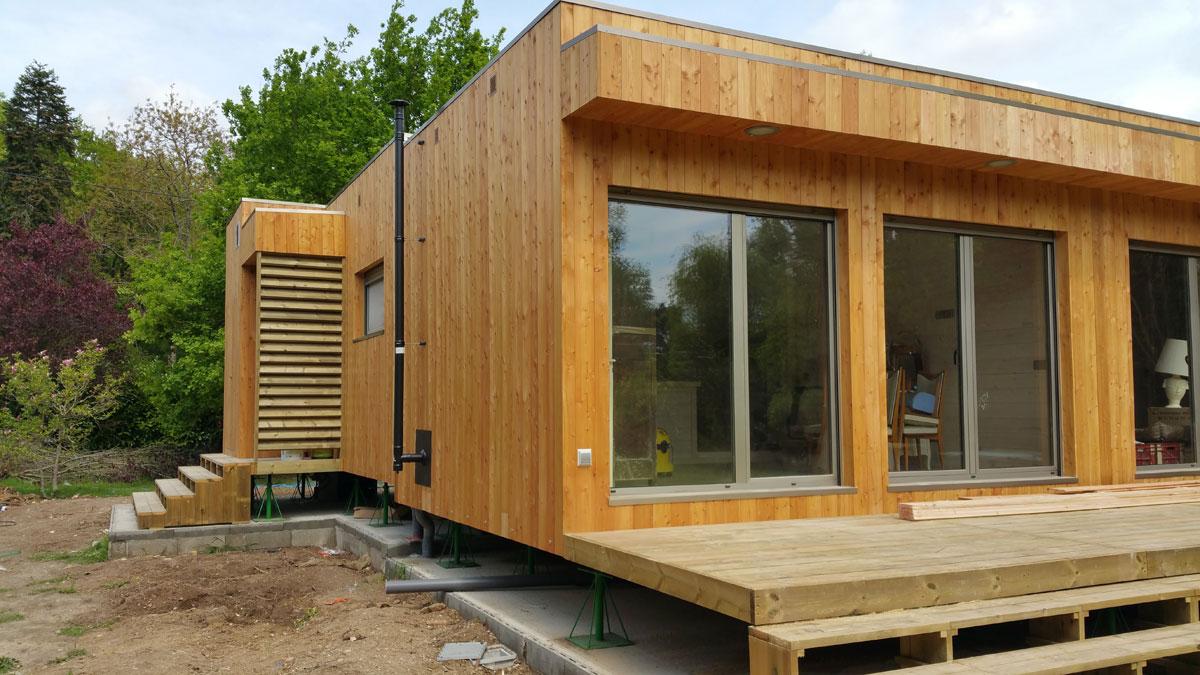 Montaje de una casa de madera natura rosso en francia - Montaje casa de madera ...