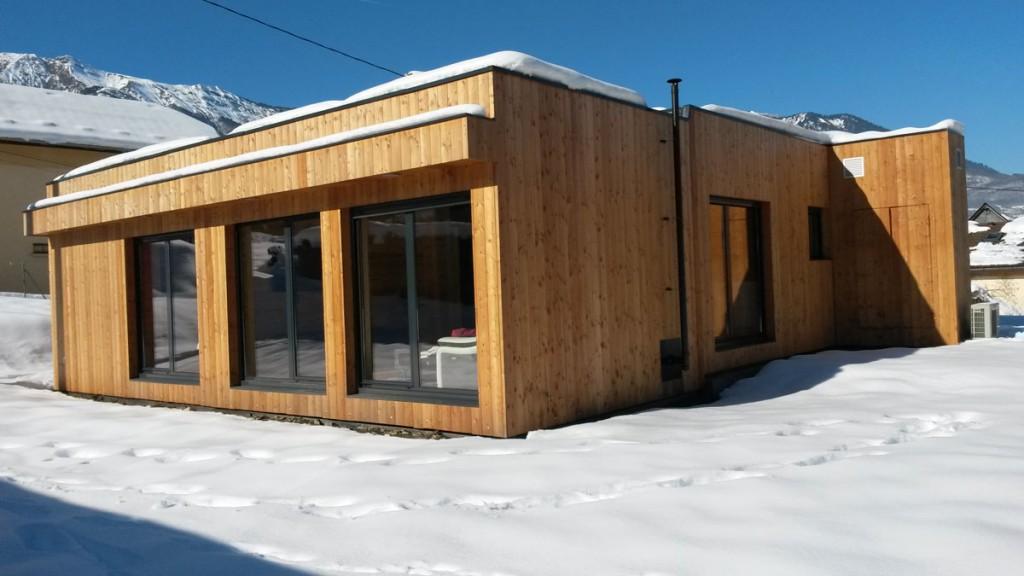 casas de madera en la nieve