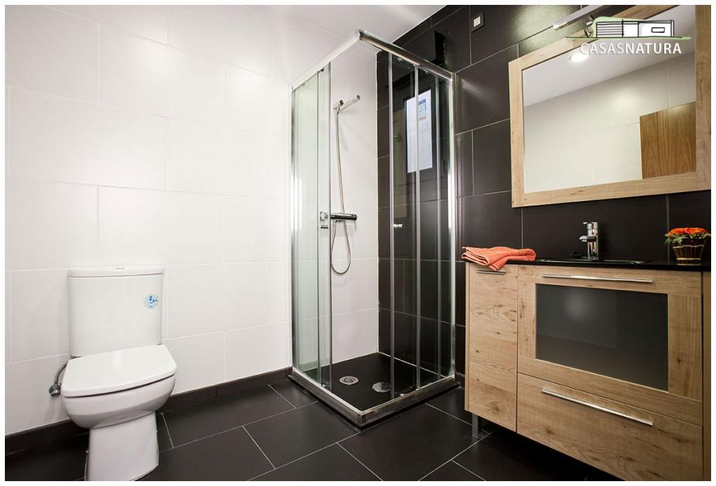 cuarto de baño en casa moderna