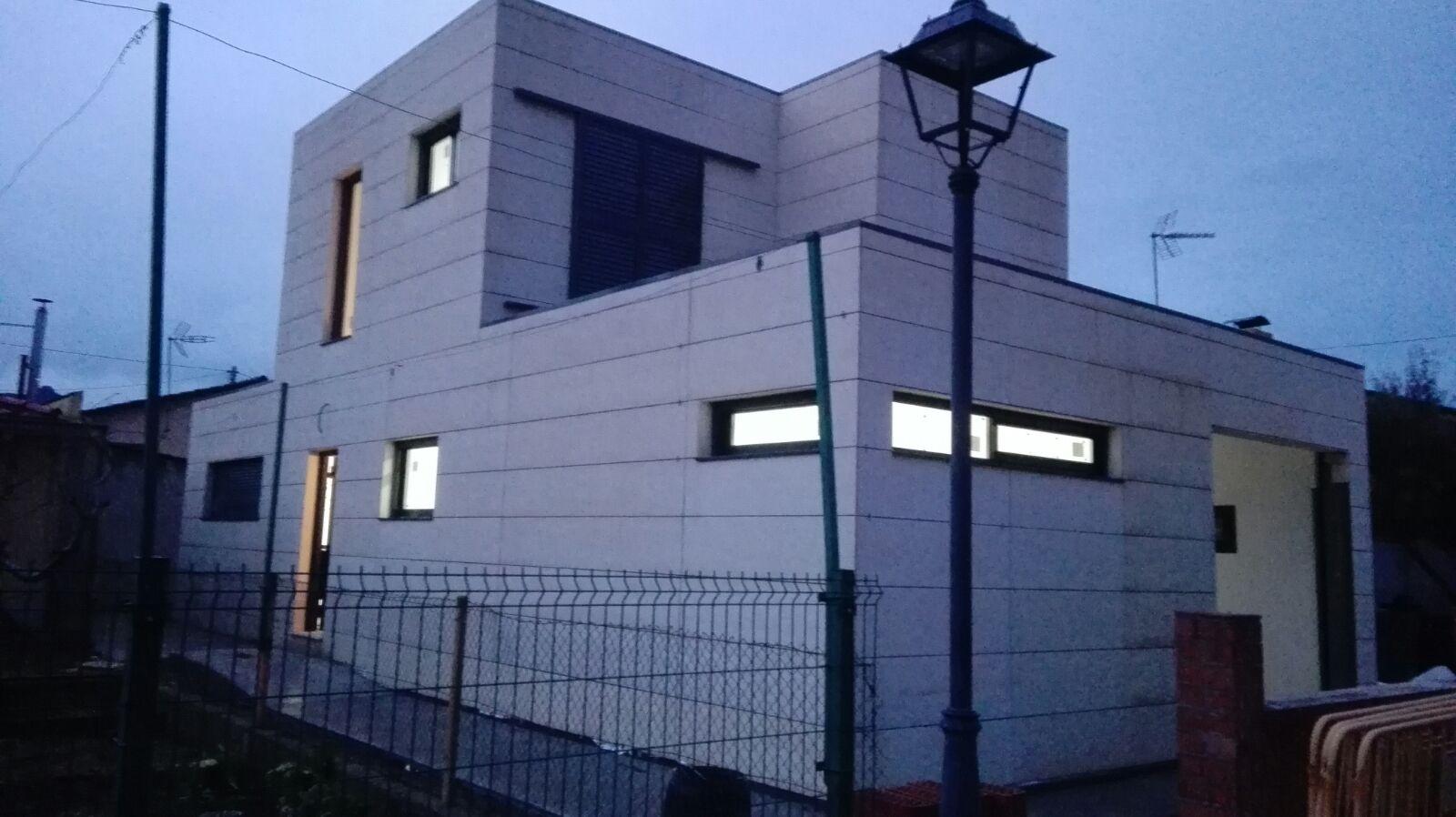 Vivienda unifamiliar 120m2 dúplex con fachada Viroc