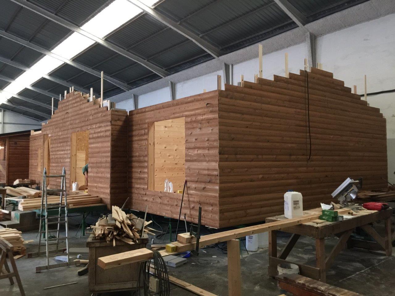 Construyendo casas de madera en nuestra fabrica - Fabrica de casas de madera ...