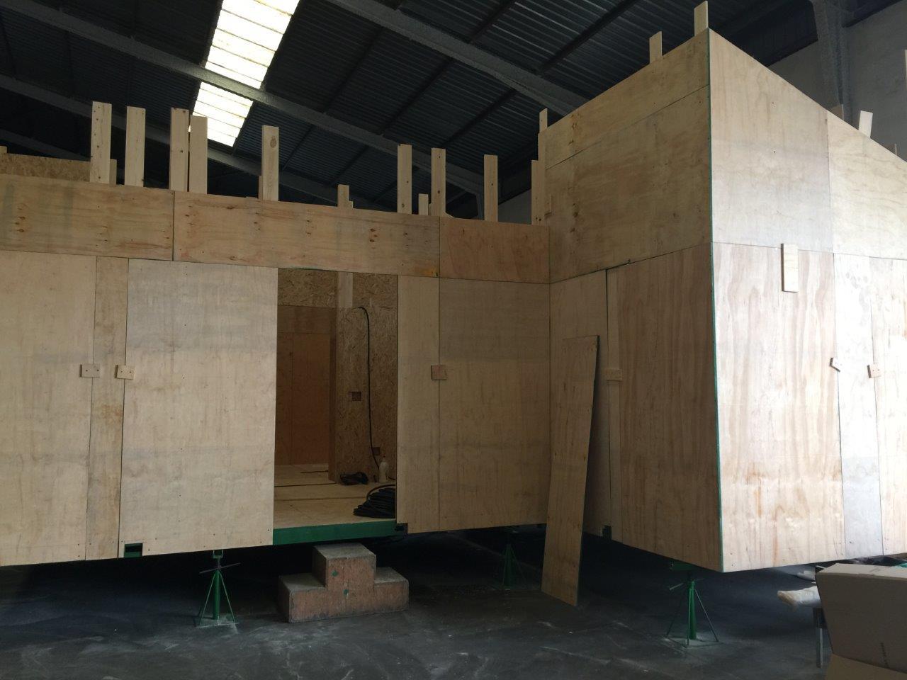Construyendo casas de madera en nuestra f brica - Fabrica de casas de madera ...