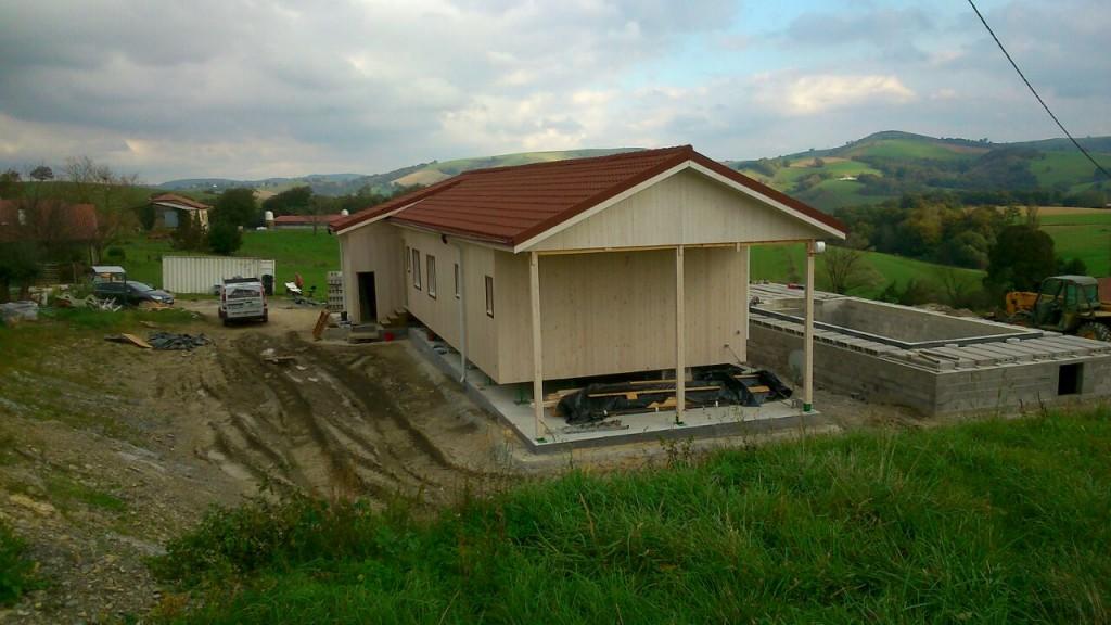 Wir bauen ein Holzhaus Natura in Ostabat-Asme